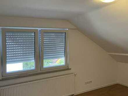 Stilvolle, gepflegte 2-Zimmer-Dachgeschosswohnung in Möglingen