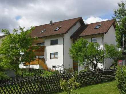 Gepflegte 5-Zimmer-Wohnung mit Balkon und Einbauküche in Neustadt am Main