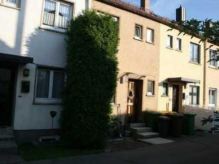 Charmante 4 Zimmer-Wohnung (RMH) in Göggingen-Zentrum