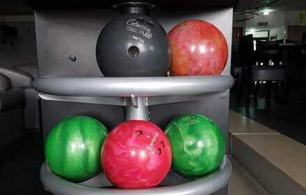 Suchen Sie eine Geschäftsidee?  Neuwertiges Bowlingcenter zu verkaufen