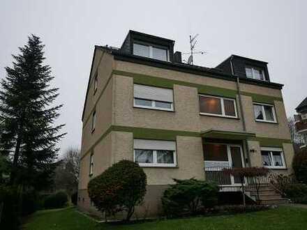 3-Zimmer-Wohnung im Dreifamilienhaus, mit großem Balkon und Garage