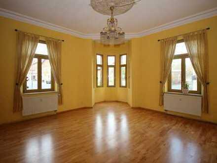 Denkmalgeschützte, großzügige 4-Zi-Altbau-Wohnung mit Loggia im Herzen von Zirndorf