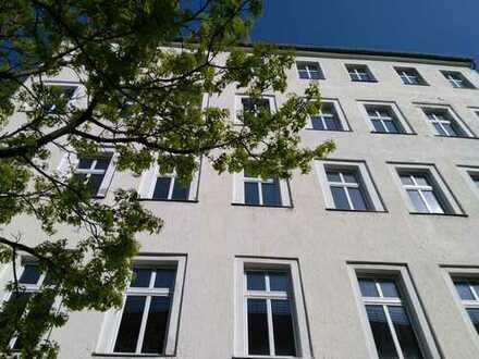 SOZIALPROJEKT BEVORZUGT ! Leerstehendes Gewerbehaus mitten in Berlin
