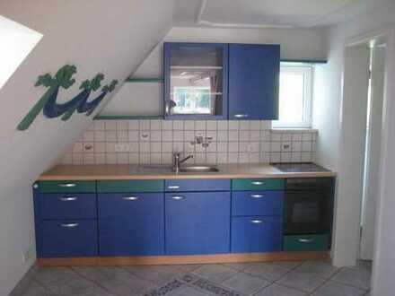 Kleine Dachgeschoss-Wohnung mit Einbauküche - ideal für Singles