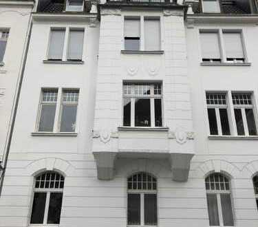 Provisionsfrei vom Eigentümer. Stilvolle 4 Zi.- Altbauwohnung mit Loggia im Herzen von Oberkassel