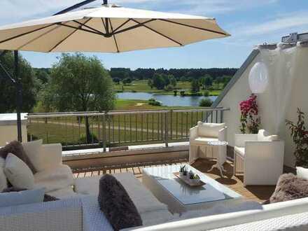 Traumhafte 3-Zimmer-DG-Wohnung mit großer Terrasse direkt am Golfplatz mit Seeblick