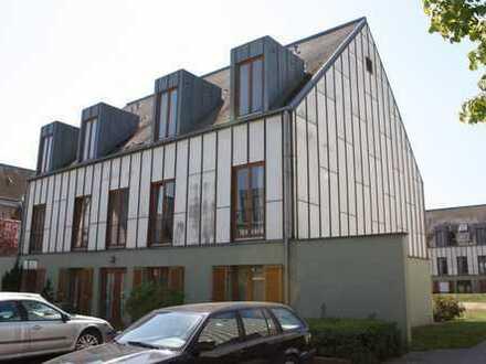 helle Dachgeschosswohnung zu vermieten
