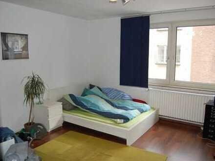 Schönes 20 qm Zimmer in 2 er WG in zentraler Lage!