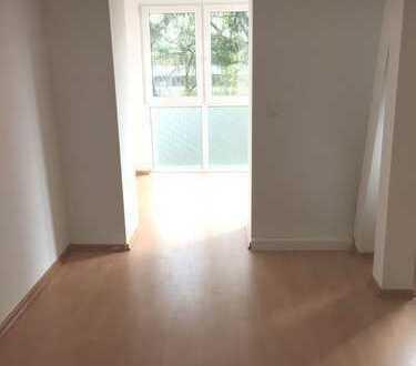 1.MONAT MIETFREI! Helle 3-Raumwohnung mit offener Küche, Loggia und Balkon im 1. OG re (604)