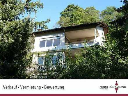Kernsaniertes Mehrfamilienhaus mit 4 Wohneinheiten. Ca. 486 m² Gesamtwohnfläche. 900 m² Grundstück.