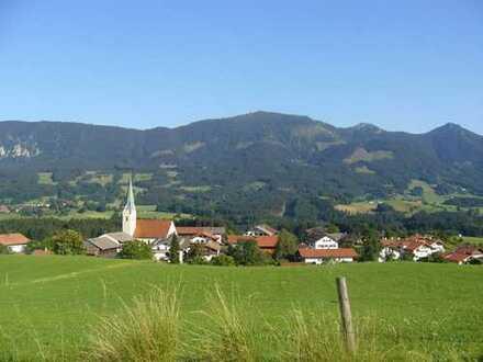 Samerberg - Törwang: Großzügige Lagerhalle mit Rampe und Lagerkeller