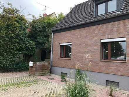 Jetzt oder Nie! Doppelhaushälfte in Düsseldorf-Wersten