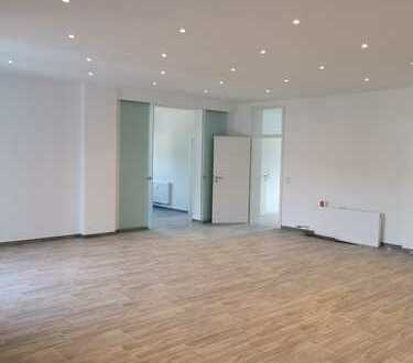 Wohnung im sehr gehobenen Stil - mit Pelletsofen und ~ 80qm Wohnzimmer mit Kochinsel