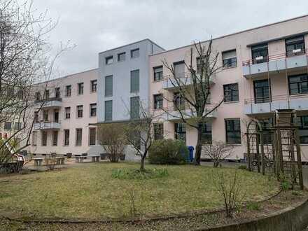Großzügige und gepflegte 2-Zimmer-Wohnung mit Balkon in Nürnberg/Innenstadtnähe