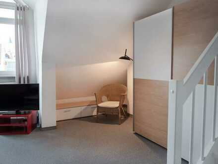 Teilmöbliertes Apartment mit Süd-Balkon in verkehrsgünstiger Lage (S1)