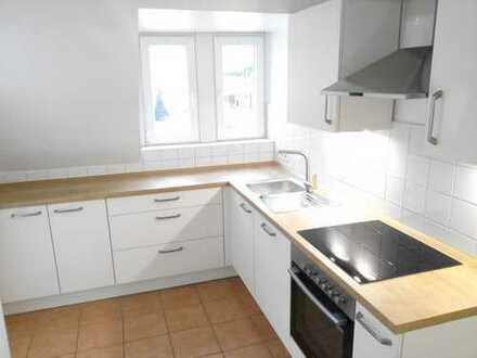 Wohnung mit 2 Jahre alter Einbauküche und Balkon