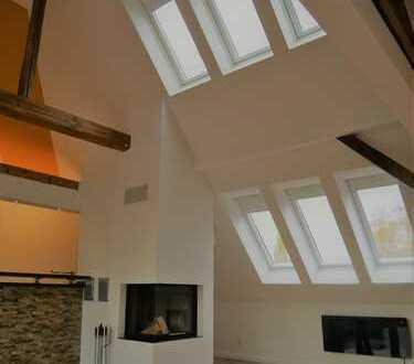 Stilvolle Dachgeschosswohnung mit großer Dachterrasse, Kamin, 2 Bädern und Gäste-WC