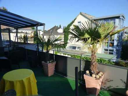 Erstbezug nach Sanierung mit EBK und Balkon: stilvolle 2-Zimmer-Wohnung in Oberursel