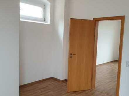 Büro / Praxis 3 ZKB im DG mit Balkon und PKW-Stellplatz-sofort frei !