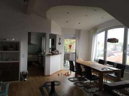 Gepflegte 4-Raum-Dachgeschosswohnung mit Balkon und Einbauküche in Sinsheim