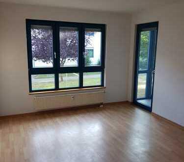 Gesundes Wohnen, 2 RW mit Wohnküche, Wintergarten und Pkw-Stellplatz in ruhiger Lage