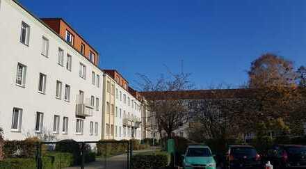 3 Zimmer Wohnung/ Dachgeschoss in Neubrandenburg, Küche und Bad mit Fenster