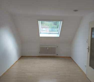 Frisch gestrichene 2 Zimmer Wohnung mit Ankleideraum im Raum Kaiserslautern!