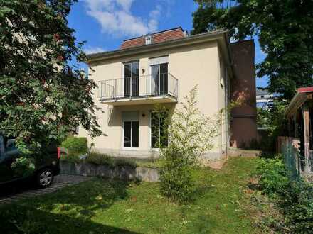 Seltene Gelegenheit: Einfamilienhaus mit Terrasse und Carport in zentraler Lage