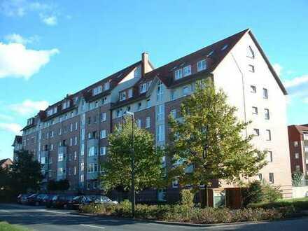 ***LANGENHAGEN - Renovierte 2-Zi-Wohnung nahe des Stadtparks, mit neuer Einbauküche und Balkon***