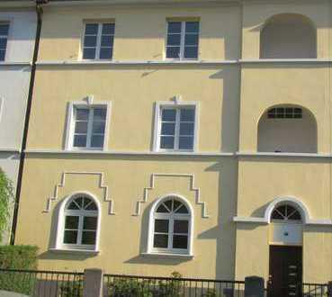 Geräumige, sanierte 2,5-Zimmer-Dachgeschosswohnung mit gehobener Innenausstattung zur Miete in Bonn