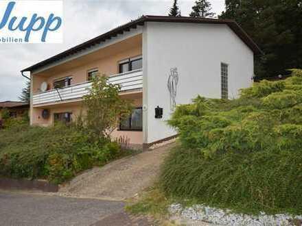 Gemütliches 2-Fam-Haus in herrlicher Aussichtslage mit Aussichtsbalkon, Terrasse, Garten und Garage