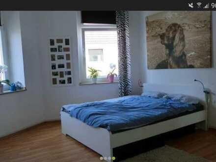 Schönes Zimmer & Wohnraum in gepflegter WG im Altbau