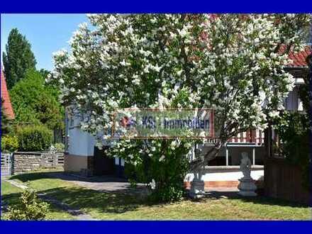 Sonnige Doppelhaushälfte mit viel Potential im Einzelhauscharakter und großem Garten