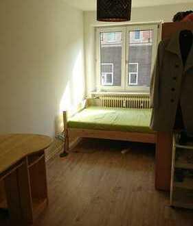Schönes und bereits möbliertes 9qm Zimmer in netter 3er WG, zentrale Lage!