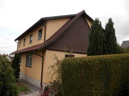Gepflegte Doppelhaushälfte mit fünf Zimmern und Einbauküche in Klaffenbach, Chemnitz