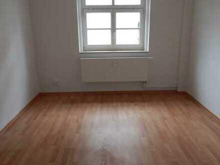 *Tapetenwechsel lohnt sich* Sanierte 2-Raum Wohnung mit Dusche, EBK auf Wunsch!