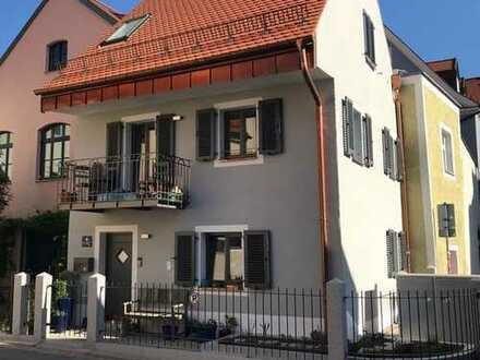 Eckhaus - Unikat - Lichtdurchflutet, ruhig, Südbalkon, Terrasse, ca.90 qm - Generalsaniert in 2018