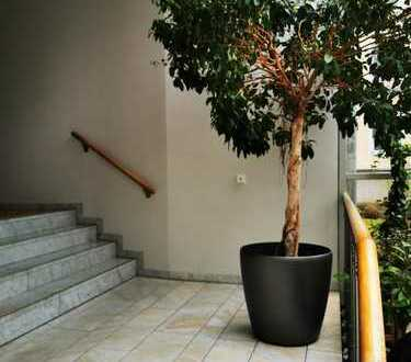Private Apartment in gated building close to Leopold Str
