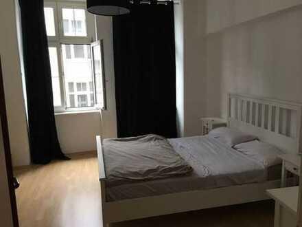 Zentrale, helle und großzügige Wohnung in der Innenstadt (keine WG)