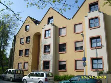Tolle Wohnung für Singles mit Balkon im Dachgeschoss zu vermieten – WBS erforderlich!