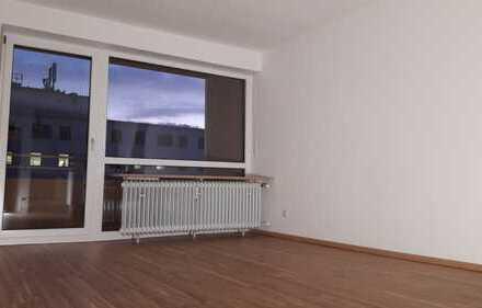 Vollständig renovierte 1-Zimmer-Wohnung mit Balkon und EBK in Weiden in der Oberpfalz