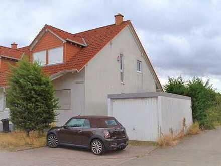 Doppelhaushälfte mit 5 Zimmern, Küche, Bad und Garten am Feldrand