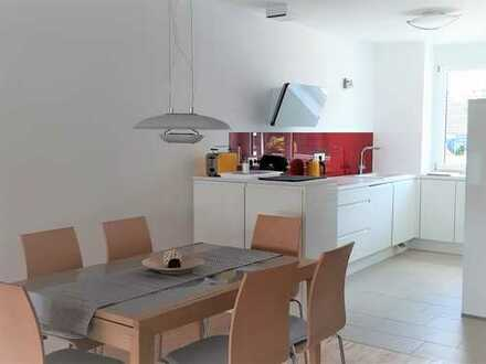Voll möblierte top-3-Zi.-Wohnung mit Neckarblick, Alte Weberei auf Zeit zu vermieten