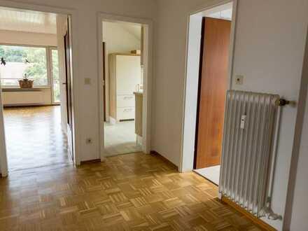 Sanierte DG-Wohnung mit zweieinhalb Zimmern sowie Balkon und EBK in Schriesheim