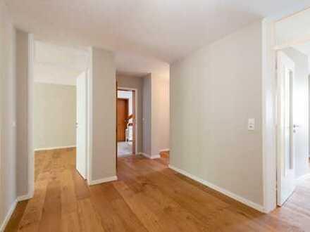 Wunderschöne, frisch sanierte 2,5 Zimmer Wohnung