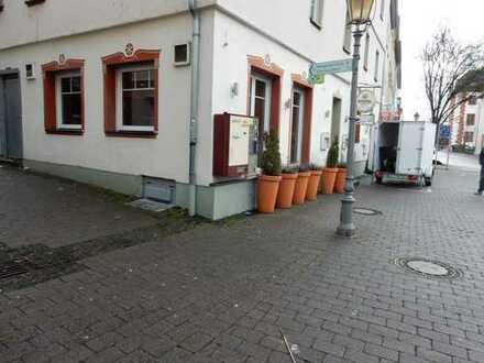 MFH mit 5 Wohnungen und 2 Gewerbe im Zentrum-Eingang Altstadt 543 qm Fläche