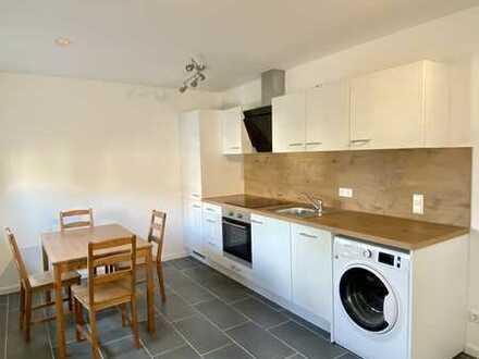 Erstbezug nach Sanierung: exklusive 1-Zimmer-Wohnung mit EBK und Balkon in Waldburg
