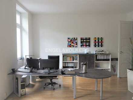 Helle Bürofläche mit Altbau-Charme