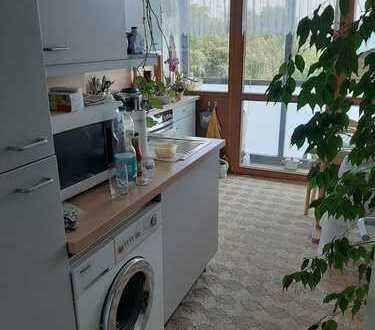 WASSERBLICK: Schöne vermietete 2-Zimmer-Wohnung mit Balkon, EBK und Wintergarten