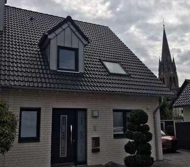 Wunderschöne Doppelhaushälfte in Duisburg-Huckingen mit Süd-Terrasse und Garten